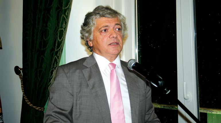 Câmara: Álvaro Pereira pede substituição
