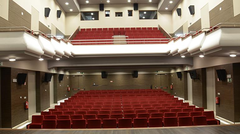 Memórias 'desfilam' no palco do Teatro Stephens