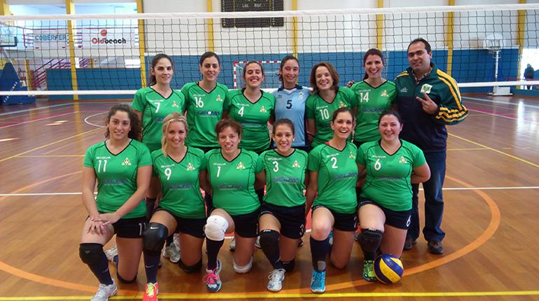 Voleibol: Seniores femininos vencem em casa