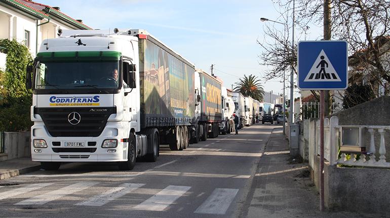 Picassinos: Moradores estão fartos de camiões